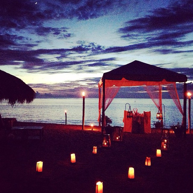 Nothing like a romantic beach dinner in #StLucia to celebrate an anniversary! #love #romance #luxury #travel #ansechastanet #regram @markk0926
