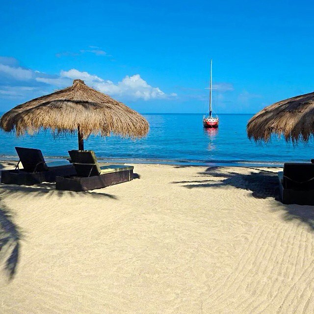 Wouldn't mind waking up to this would you? #regram @myvacationlady #ansechastanet #luxury #travel #beach #bliss #stlucia