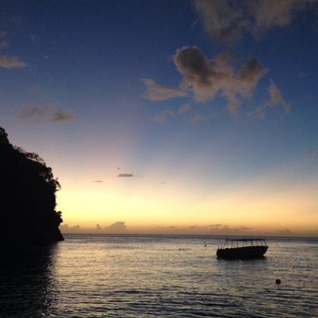 Have you seen the sunset in #paradise? Beautiful #AnseChastanet #Beach. #regram @serawearsprada #luxury #travel #stlucia #pitons