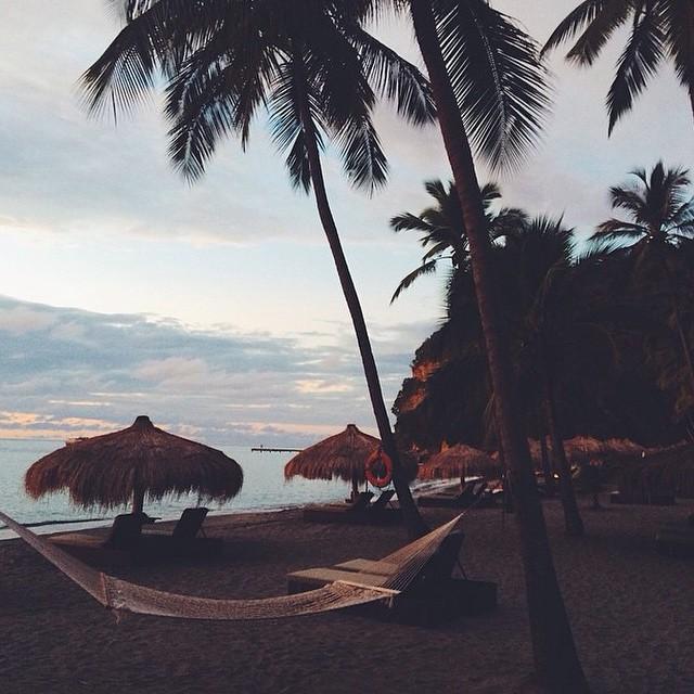 We hope you had an amazing weekend! We definitely did. #regram @rahel_w #luxury #travel #beach #ansechastanet #stlucia #pitons #ocean